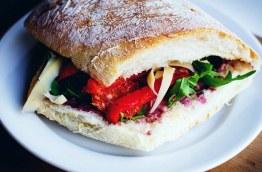 Sandwich focaccia Tomate roquette